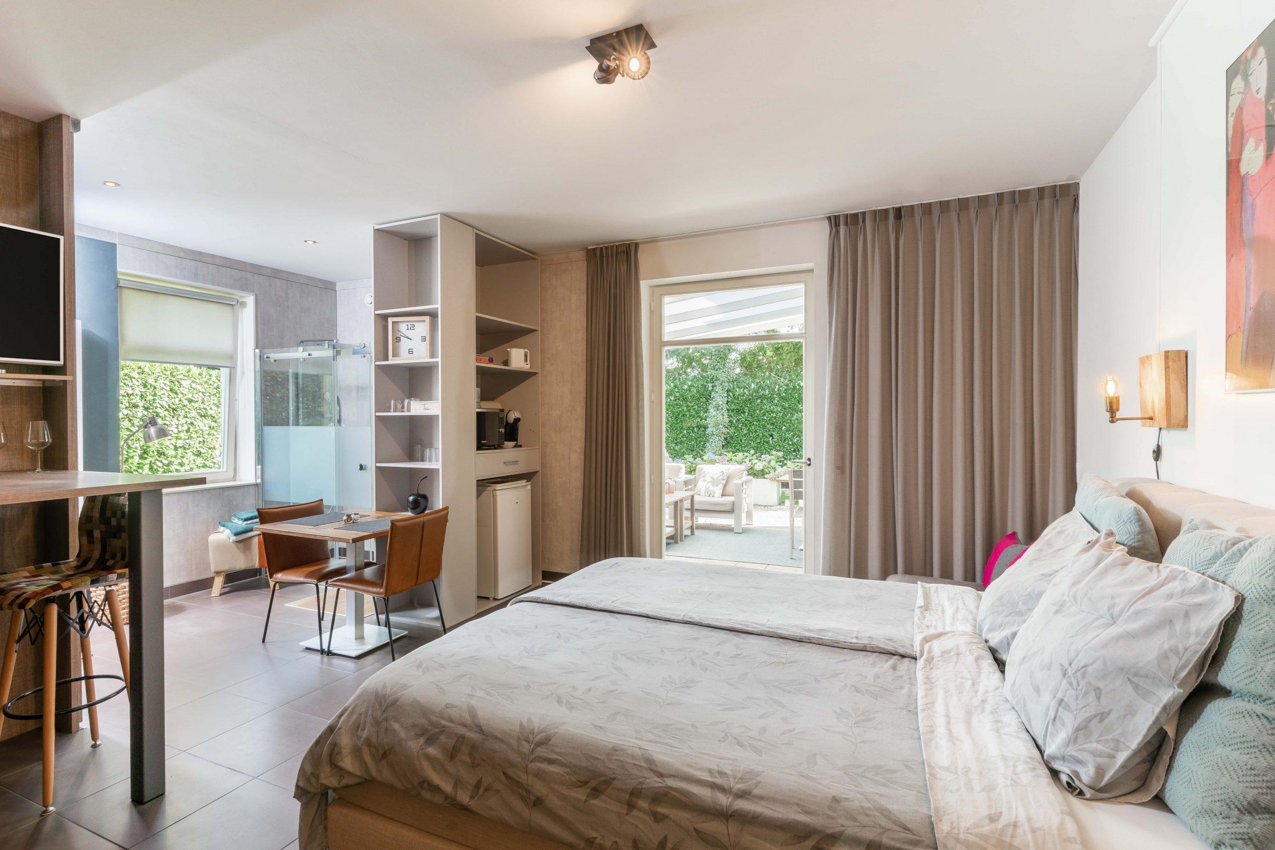 villa eltins garden suite